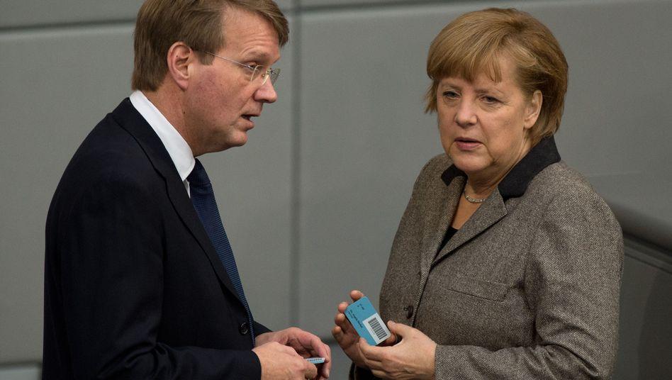 Ex-Minister Pofalla, Kanzlerin Merkel (im März 2013): Halbe Wahrheiten