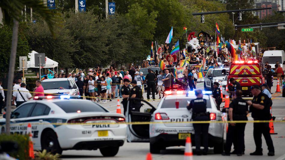 Polizei und Rettungskräfte am Tatort in Wilton Manors: Die Parade wurde anschließend abgesagt