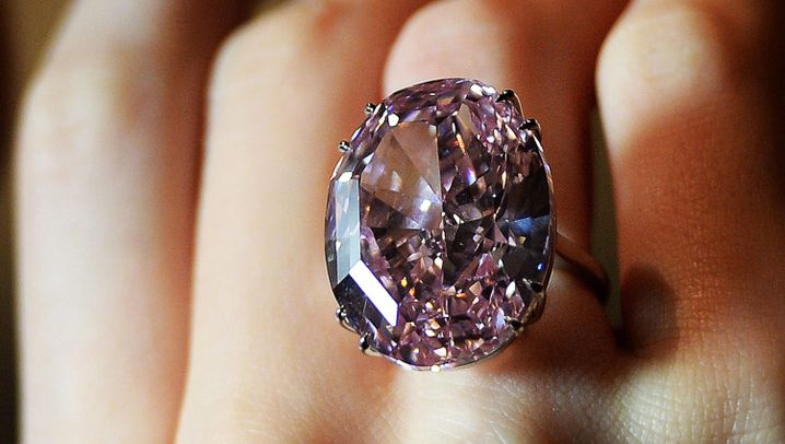 Diamantenfieber bei Sotheby's: Rosaroter Rekord
