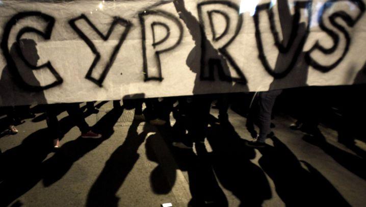 Zypern-Pleite: Beratungen in Brüssel, Demos in Nikosia