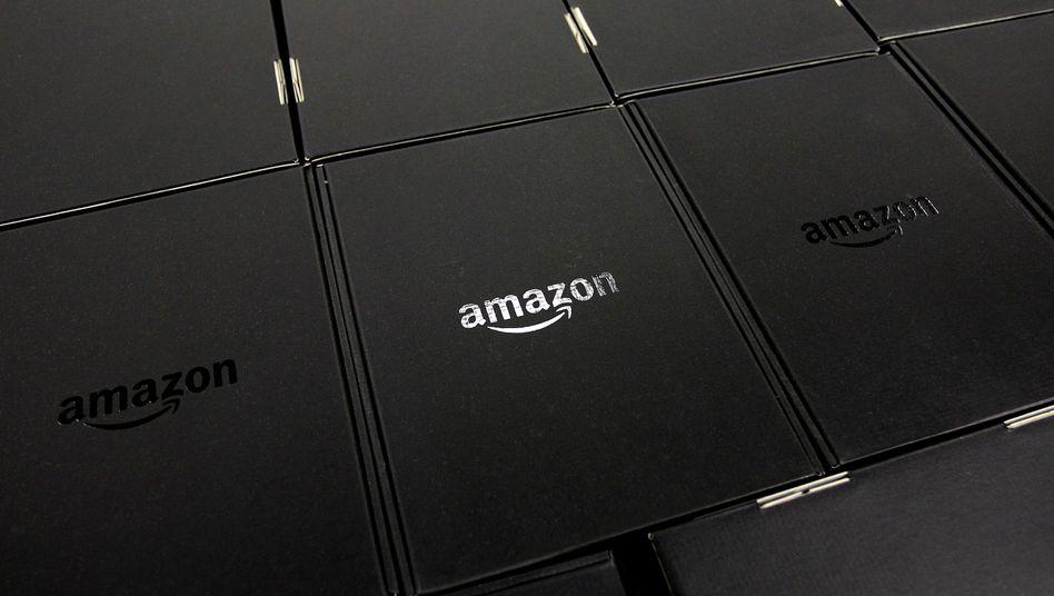 Kartons mit Amazon-Lesegeräten: Erzwingt das Unternehmen Rabatte?