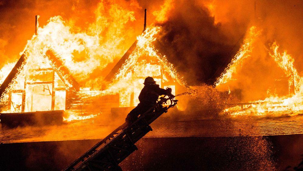 Rangun in Burma: Historisches Teakholz-Hotel brennt ab