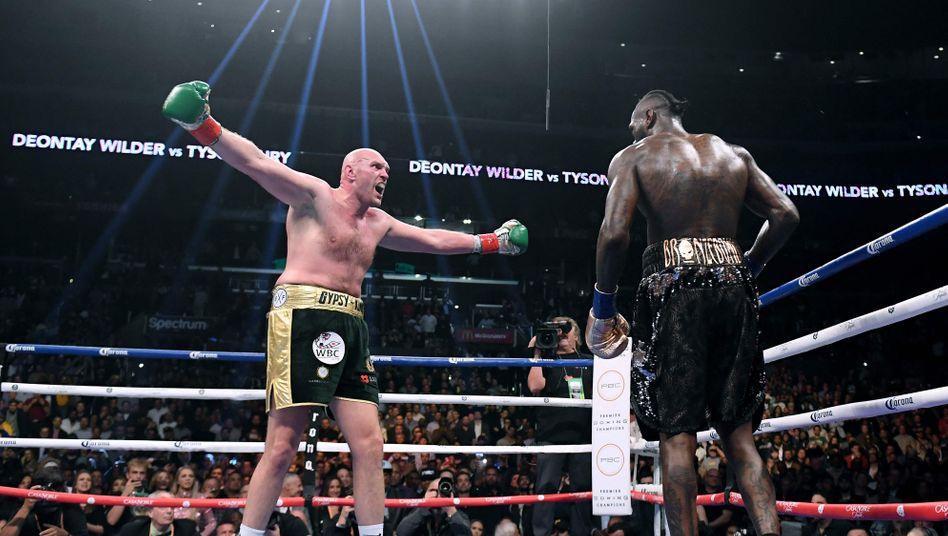 Große Show: Fury (l.) und Wilder während ihres ersten Kampfes am 1. Dezember 2018 in Los Angeles