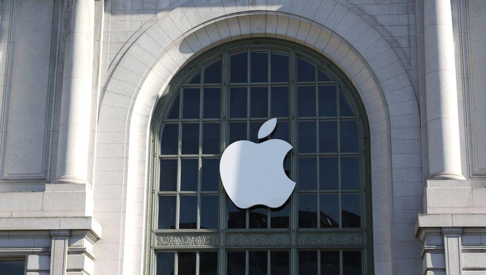 Apple-Logo auf dem Bill Graham Civic Auditorium in San Francisco
