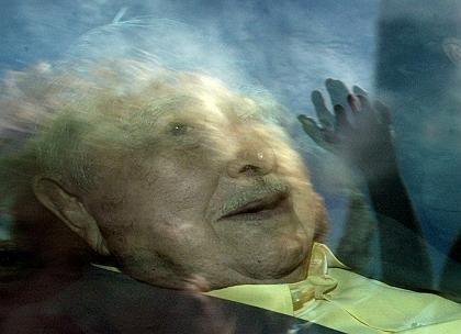 Ex-Staatschef Pinochet, fotografiert durch ein Autofenster: Neurologisches Defizit