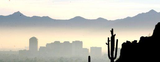 Smog und Nebel über Phoenix (US-Bundesstaat Arizona): Erneuter Ärger um die Umweltbehörde EPA