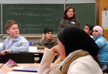 Islamkundeunterricht in der Freiherr-vom-Stein-Realschule in Bonn: 90 Prozent der Muslime in Deutschland sind religiös