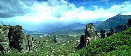 Metéora-Felsen: Früher mussten die Mönche, ihre Besucher und Baumaterial an Seilen und in Aufzügen zu den Klöstern emporgezogen werden