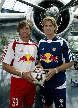 Red-Bull-Spieler Winklhofer und Schopp: Neues Trikot als Stein des Anstoßes