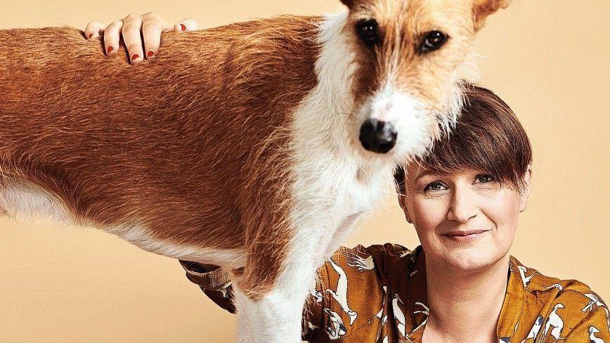 SPIEGEL-Autorin Rützel mit Juri: Die wenigsten Hundemenschen schaffen es, sich beim Haustiershopping auf die Basics zu beschränken.