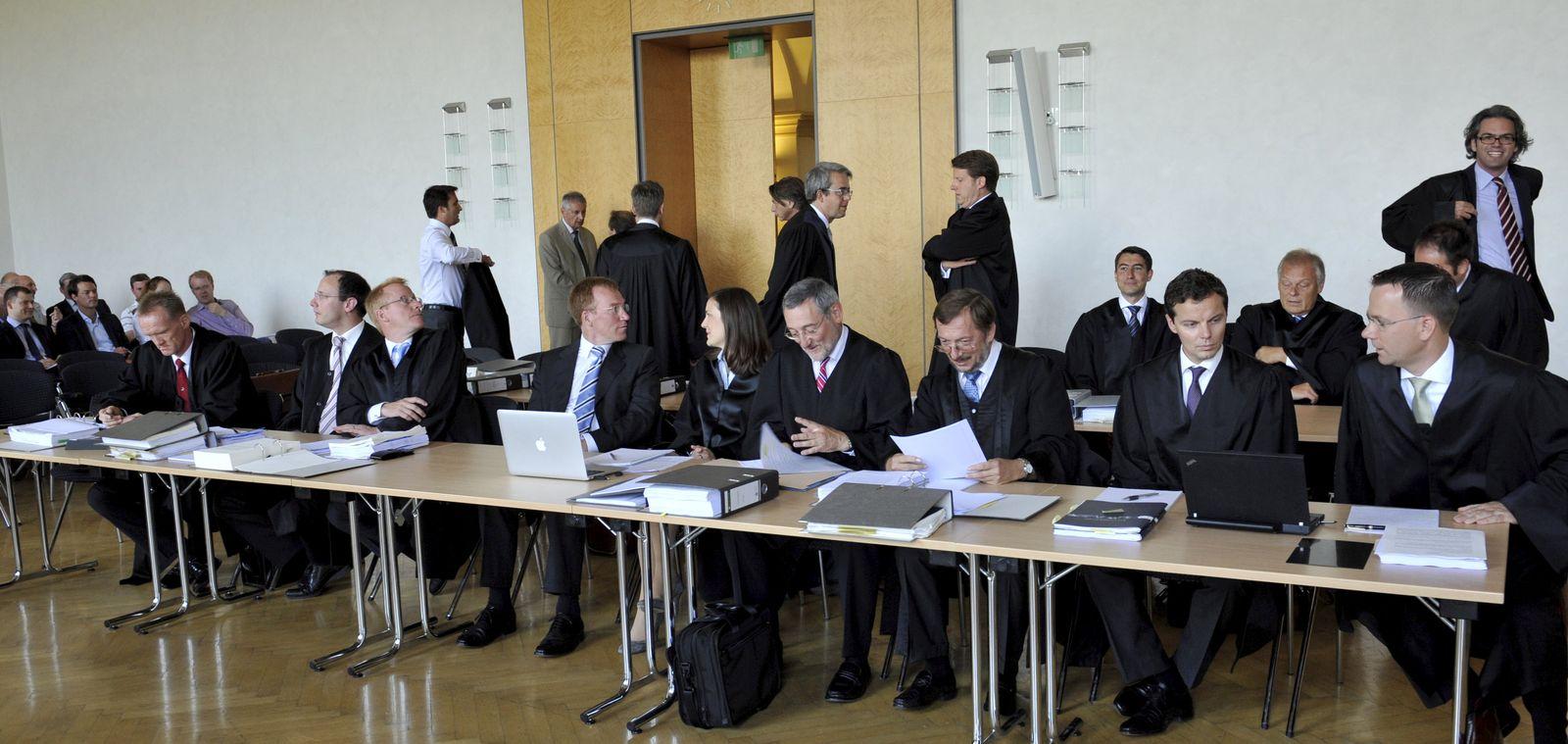 BayernLB verklagt gesamten Ex-Vorstand - Prozessbeginn