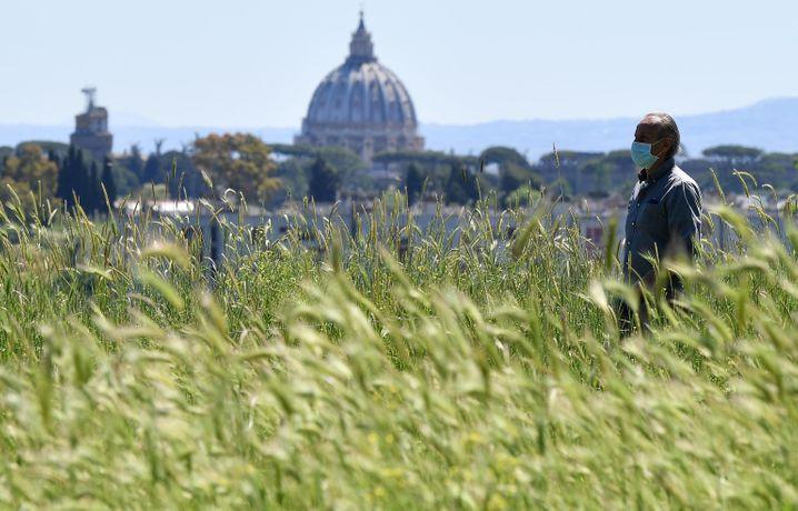 Mit Schutzmaske alte Freiheiten neu genießen: Ein Römer im Jahr 2020
