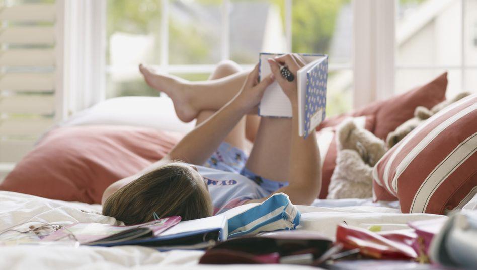 Gefühlswallungen: Ein Blick ins alte Tagebuch offenbar das 14-Jährige Ich