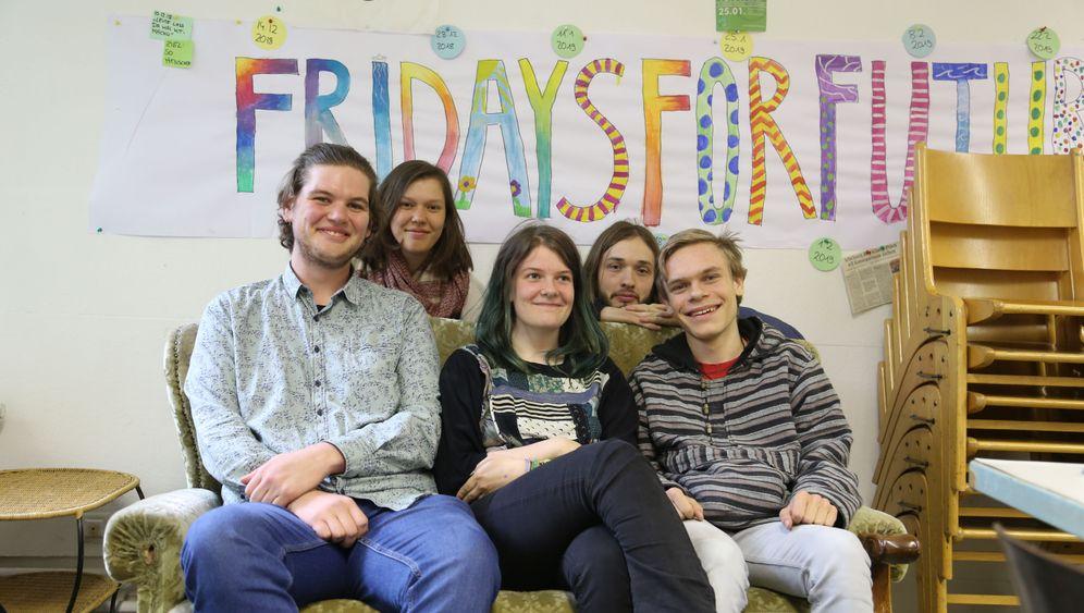 """Junge Klimaaktivisten in Kiel: """"Wir distanzieren uns vom Distanzieren"""""""