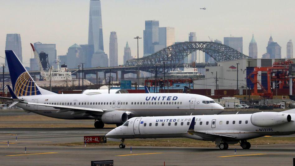 Flugzeuge auf dem Flughafen von Newark im US-Bundesstaat New Jersey (Archivbild)