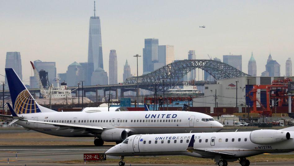 Maschinen von United Airlines in New York: Bis zu 45 Millionen Dollar Verlust pro Tag