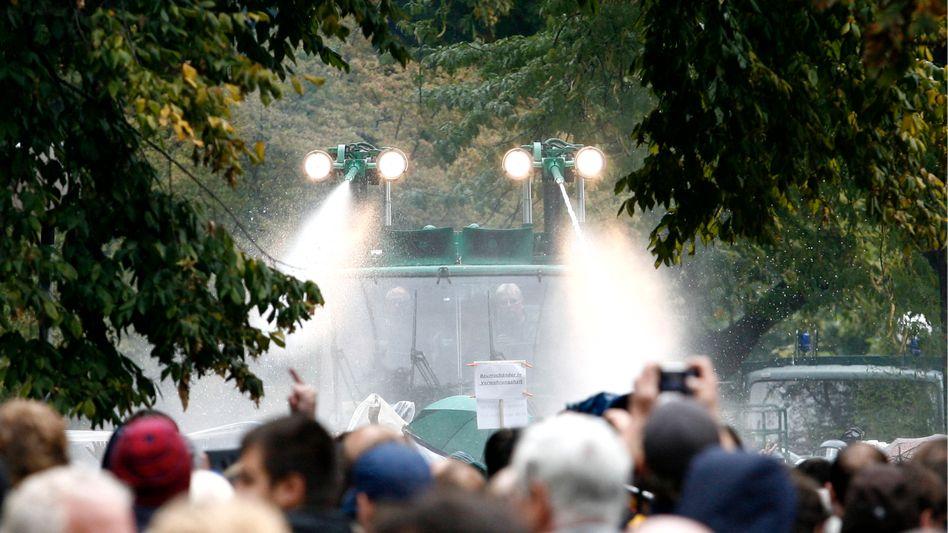 """""""Stuttgart 21""""-Proteste: Herbst der Wasserwerfer"""