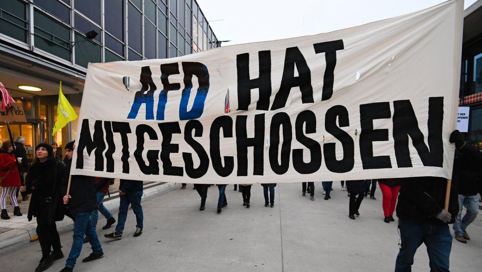 Demonstranten am Samstag in Hanau