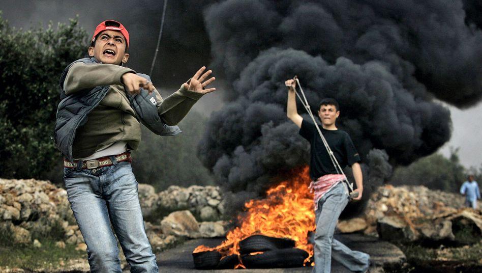 Jugendliche Steinewerfer: Schuldspruch vor Militärgericht
