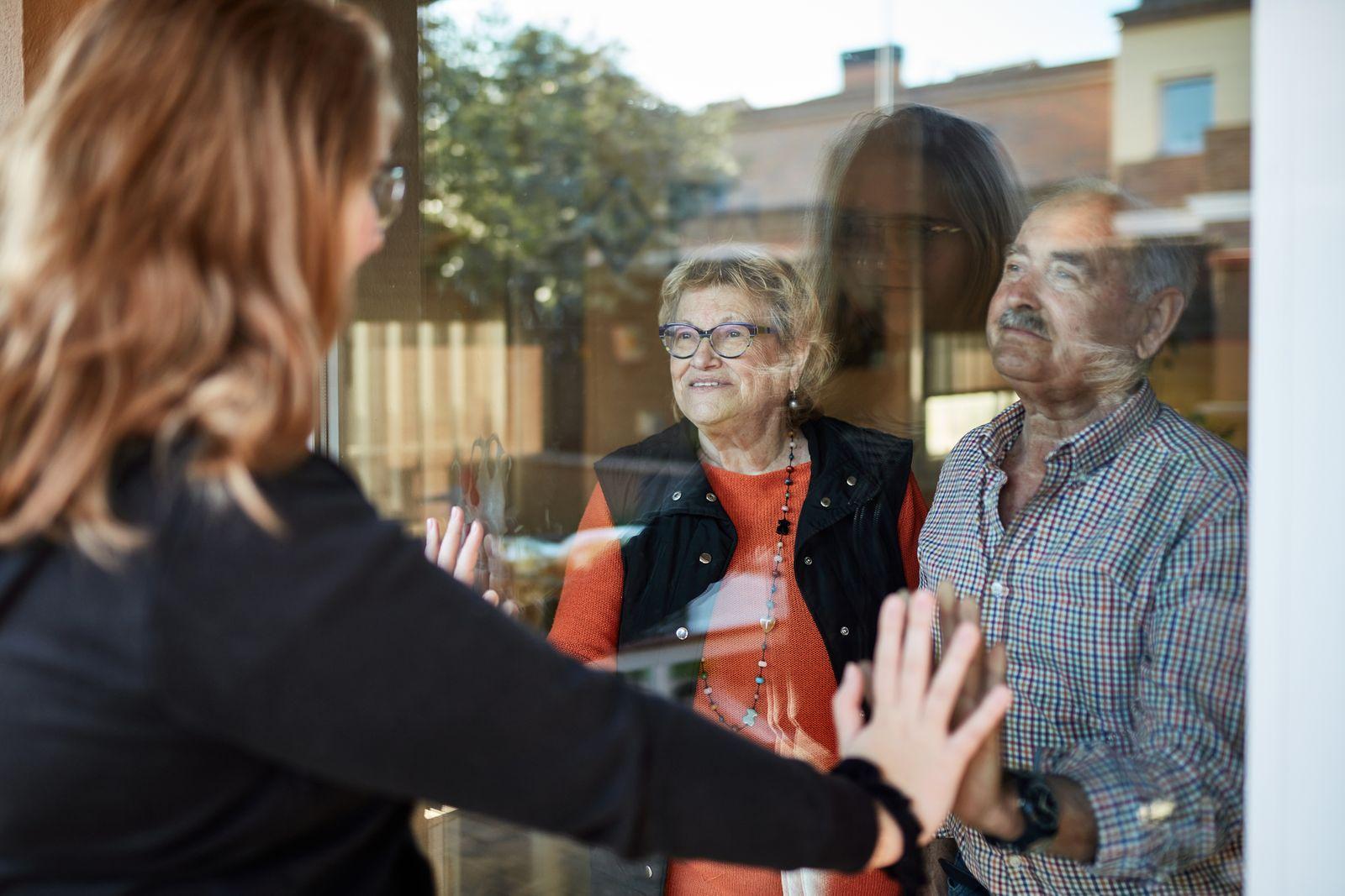 Granddaughter visiting grandparents during pandemic