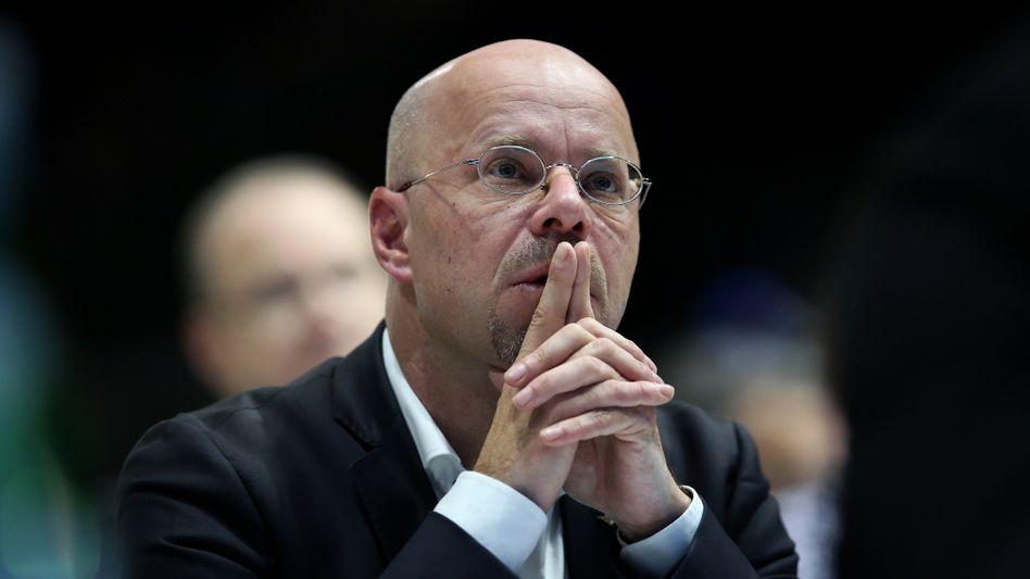 Andreas Kalbitz: Viele Zuschauer störten sich am Ambiente des Interviews und der ihrer Meinung nach passiven Gesprächsführung