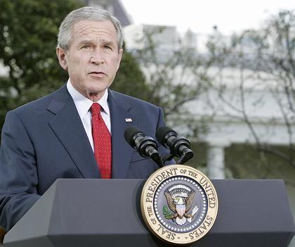 Bush vor dem Weißen Haus: Schwärzester Tag seiner Regierung