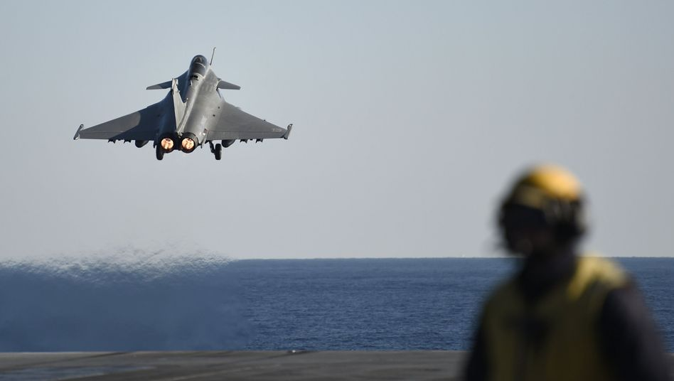 """Kampfjet startet vom Flugzeugträger """"Charles de Gaulle"""" in den Kampf gegen den IS"""