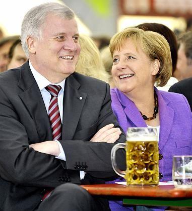 Happier days: Horst Seehofer (CSU) und Chancellor Angela Merkel (CDU) in Munich.