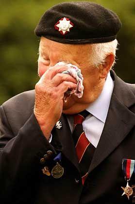 Ein britischer D-Day-Veteran in der Normandie