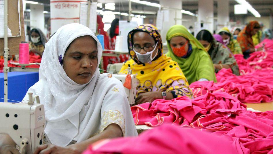 Näherinnen in Gazipur in Bangladesch: Mehr als tausend Fabriken geschlossen