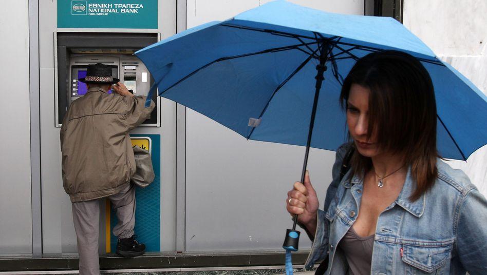 Angst vor der Enteignung: Bankkunden in Zypern wollen ihr Geld abziehen