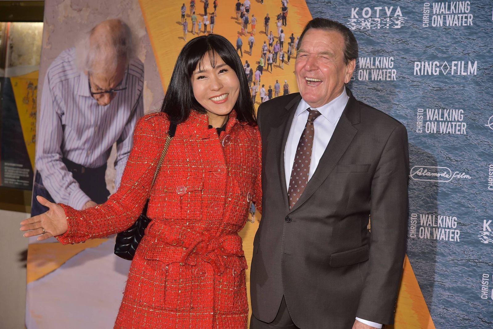 Filmpremiere Walking on Water Gerhard Schroeder mit Ehefrau Soyeon Schroeder Kim Ankunft roter Tep