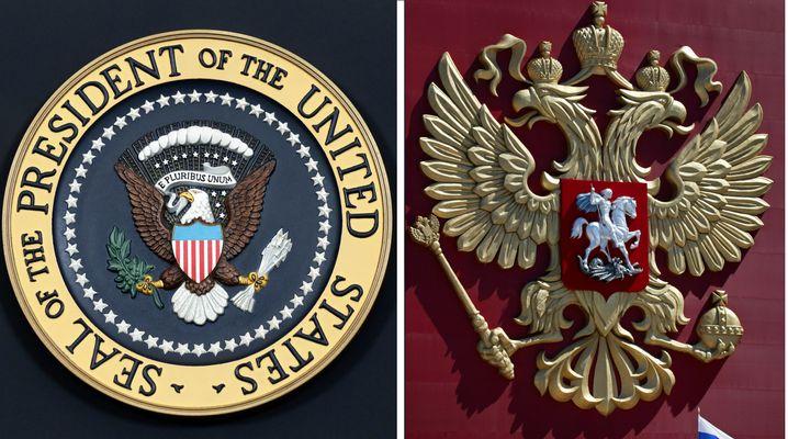 Zum Vergleich die Originale: Das Siegel des US-Präsidenten und das Wappen Russlands