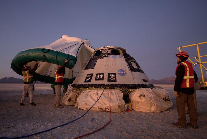 """Nach der Landung in New Mexico: Der """"Starliner"""" sollte Weihnachtsgeschenke zur ISS bringen, kehrte allerdings unverrichteter Dinge zur Erde zurück"""