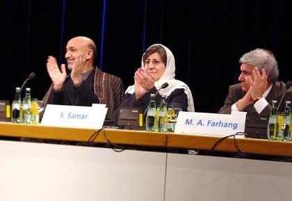 """Afghanistan-Premier Karzai, Minister Amar, Farhang (bei der Afghanistan-Konferenz in Bonn): """"Politik ist ein Geschäft"""""""