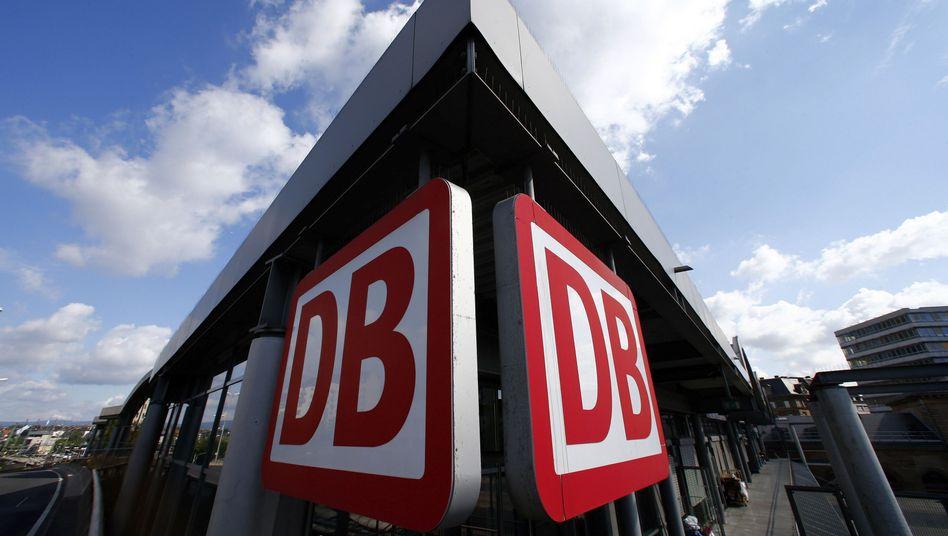 DB-Logo am Bahnhof: Der Aufsichtsrat tagt Ende Januar