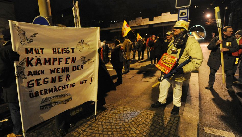 Gegner der Baumfällungen am Wagenburgtunnel: Nächtliche Aktion