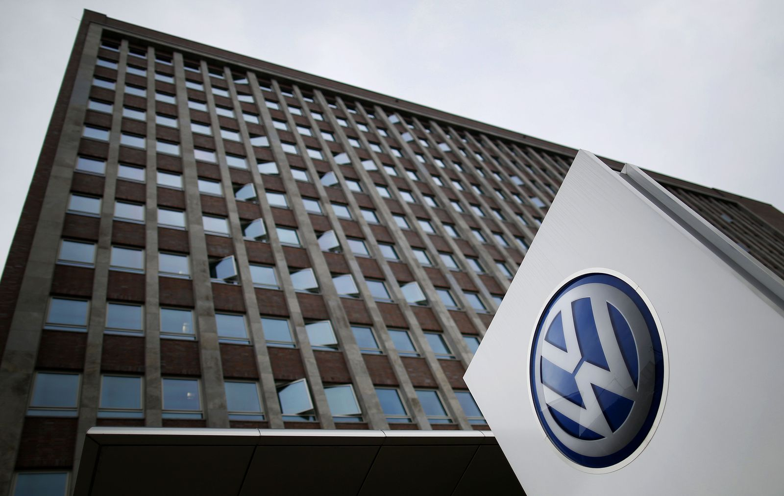 FILES-GERMANY-AUTOMOBILE-VOLKSWAGEN-EARNINGS