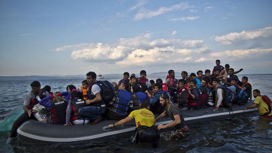 Flüchtlinge erreichen Lesbos: Menschenrechtler kritisieren Abschiebungspläne