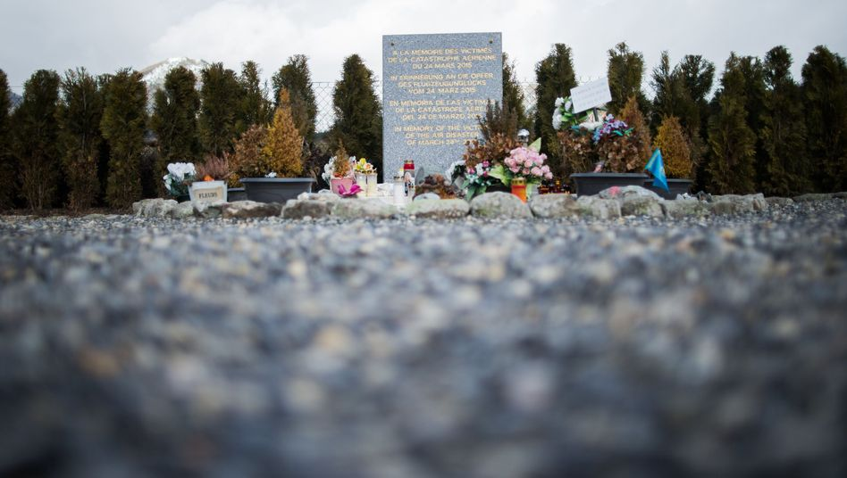 Gedenkstätte für Opfer des Germanwings-Absturzes in Le Vernet