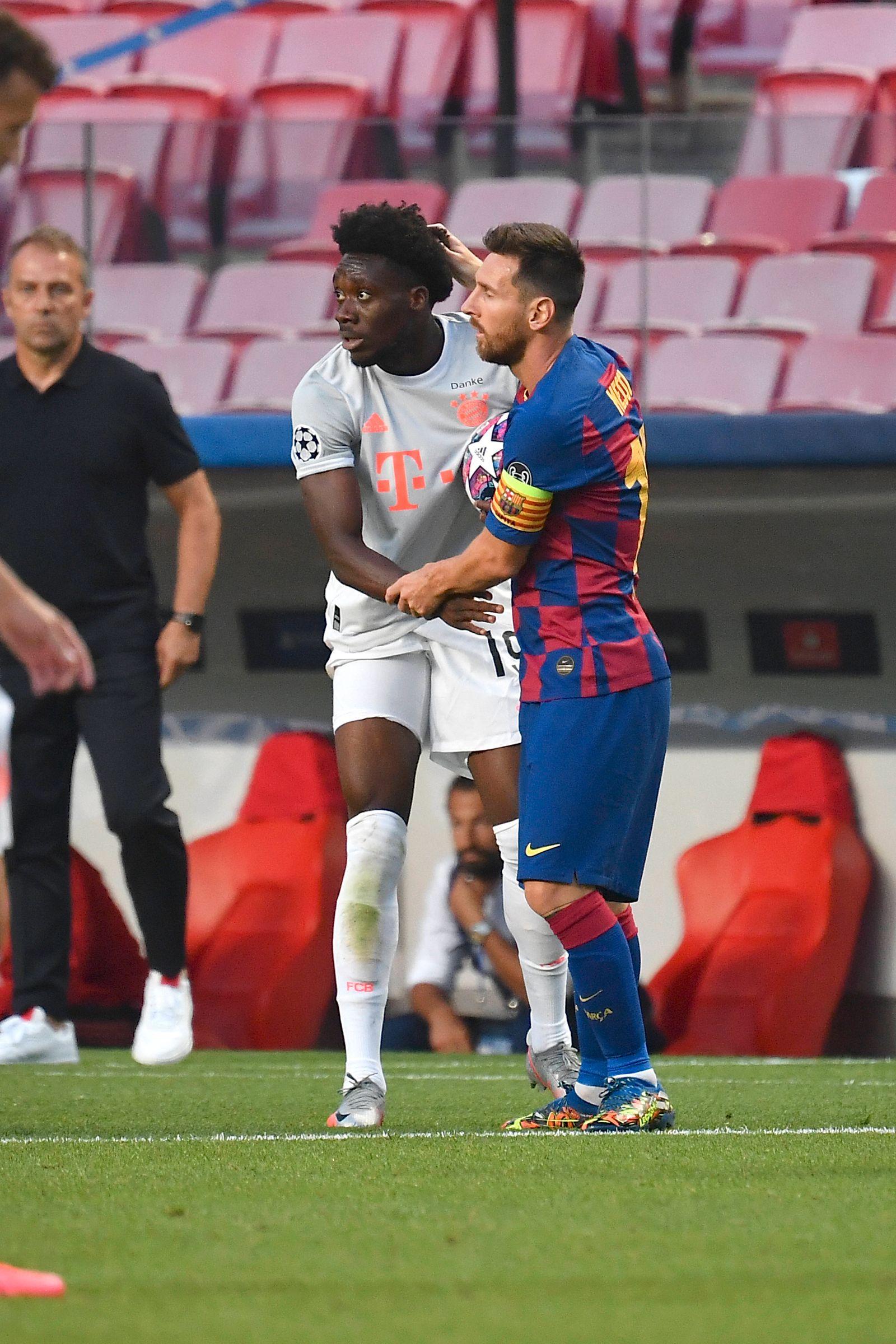 Fussball Champions League/ Viertelfinale/ FC Barcelona, Barca - FC Bayern Muenchen Lionel MESSI r. (Barca) mit Alphonso
