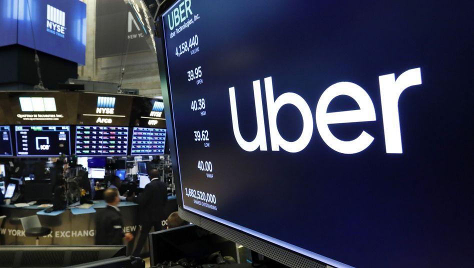 Uber-Logo auf einem Börsen-Bildschirm