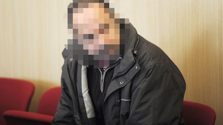 Geständnis unter Tränen: Der Angeklagte Jörg Peter P. auf der Anklagebank im Landgericht Düsseldorf
