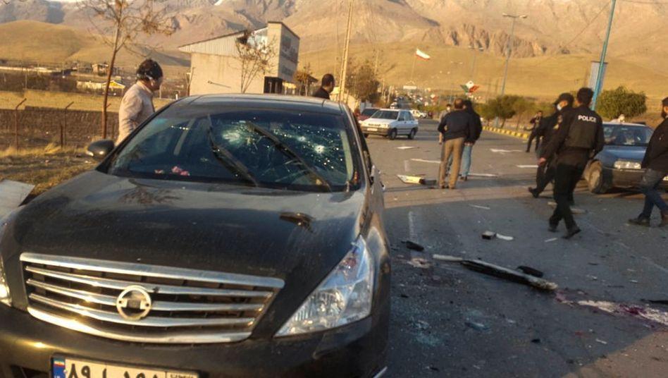 Einschusslöcher im Auto, mit dem der iranische Atomwissenschaftler unterwegs war