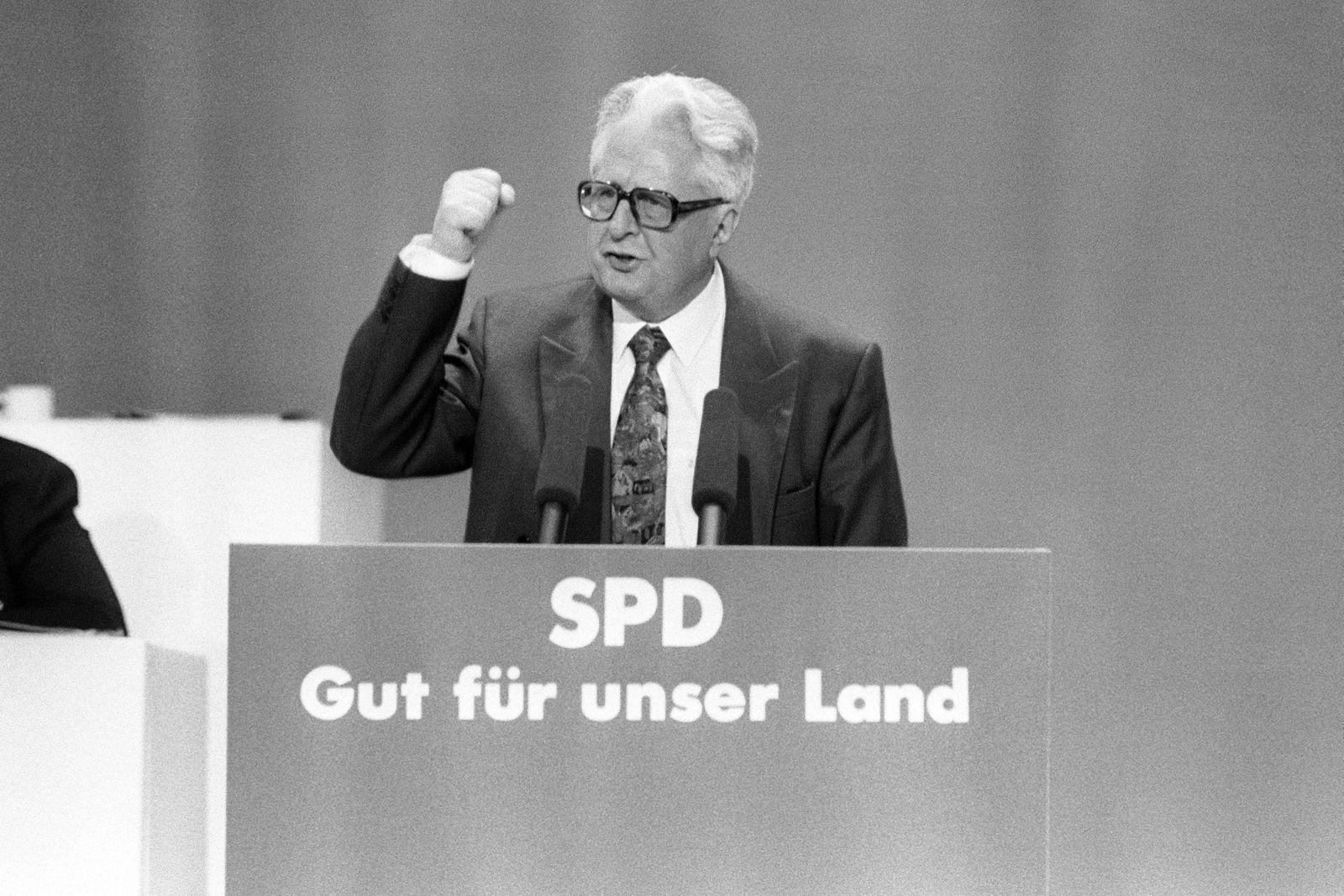 Hans-Jochen Vogel (Deutschland/SPD) während des SPD-Bundesparteitages in Bremen