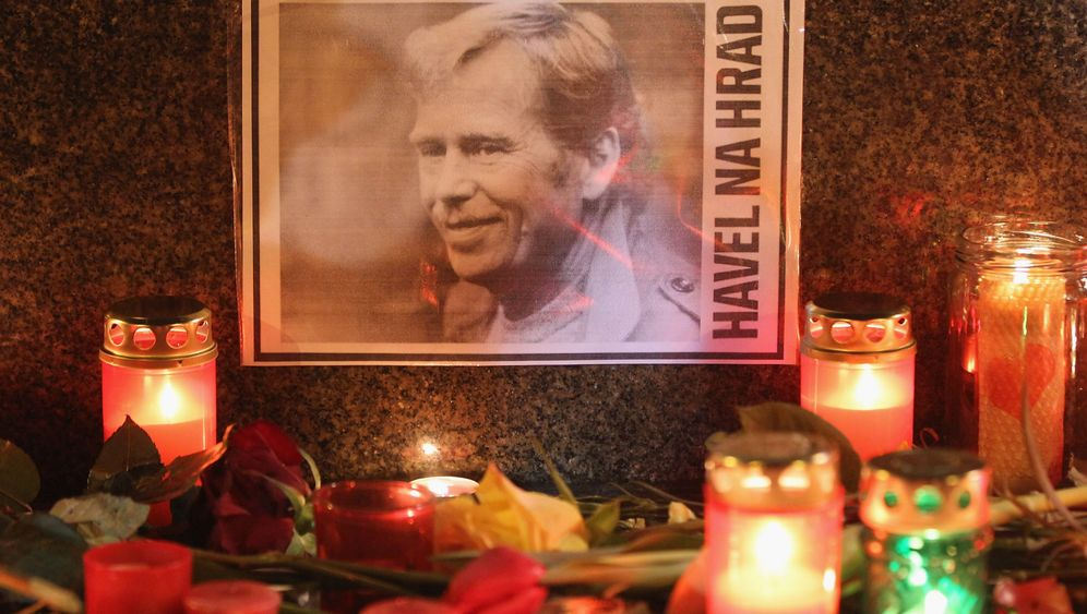 Photo Gallery: Mourning Vaclav Havel