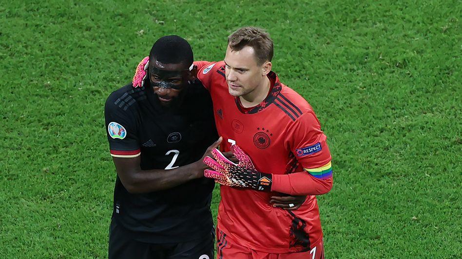 Antonio Rüdiger und Manuel Neuer freuen sich über den Achtelfinal-Einzug