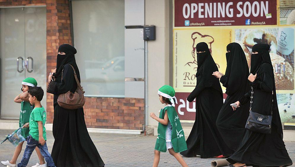 Photo Gallery: Female Emancipation in Saudi Arabia