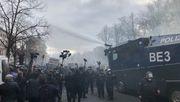 Polizei löst Corona-Demo auf – Wasserwerfer im Einsatz
