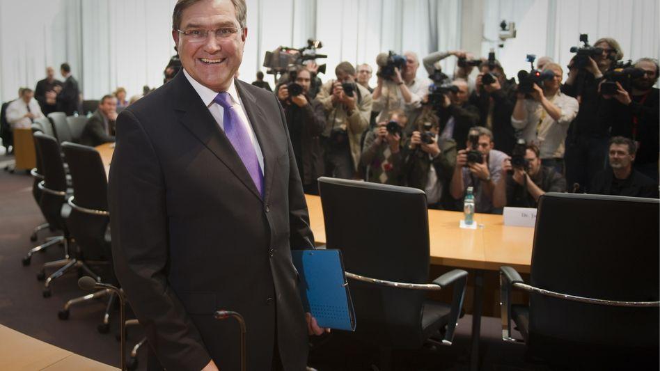 """Ex-Minister Jung (CDU) vor dem Kunduz-Untersuchungsausschuss: """"Schaden abwenden"""""""